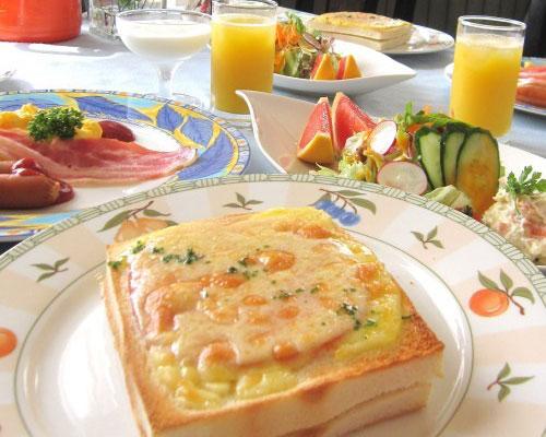 パリのカフェごはんクロックムッシュ